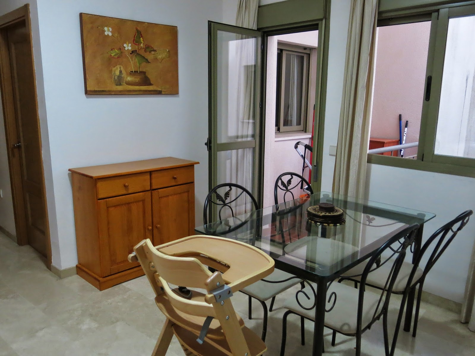 Photo of the dining area in our temporary apartment