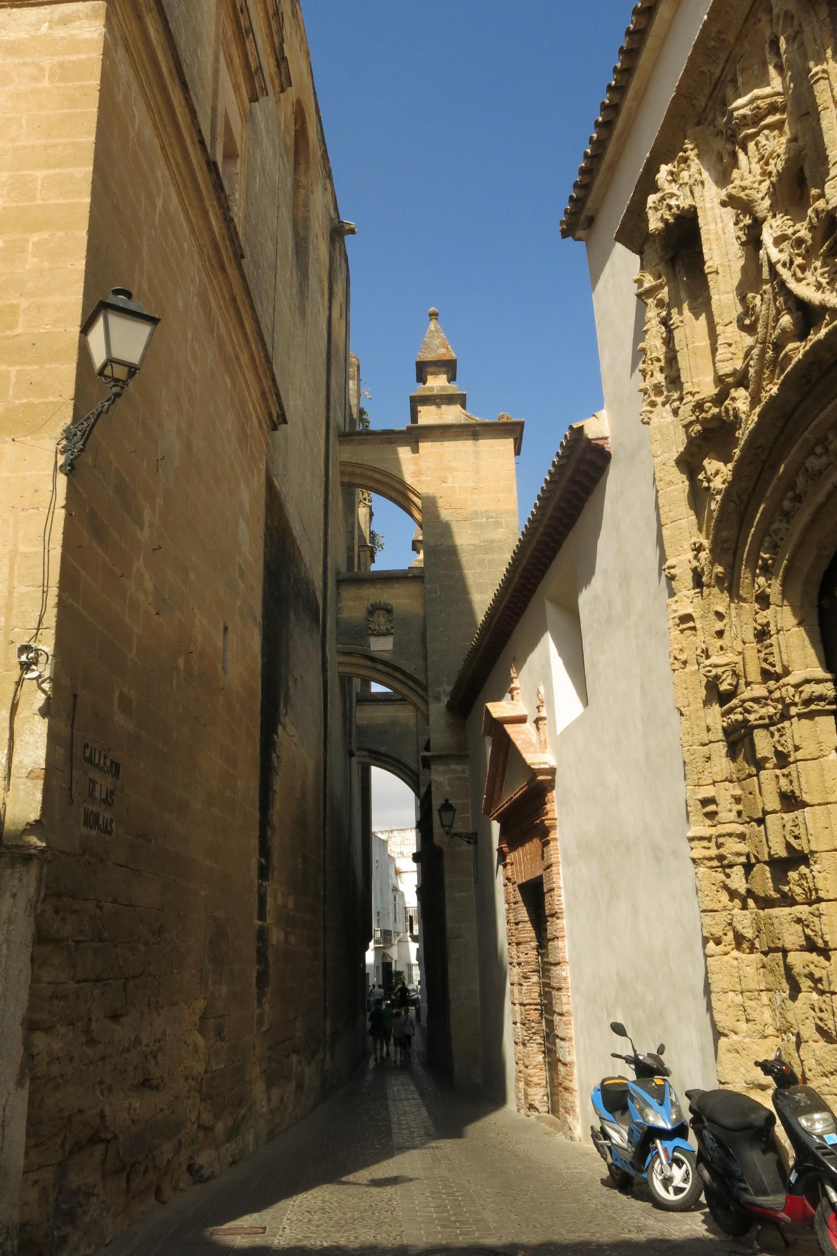 A photo of a narrow street in Arcos de la Frontera